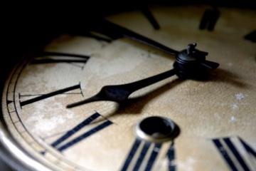 ancient_clock_wallpaper_3-t2